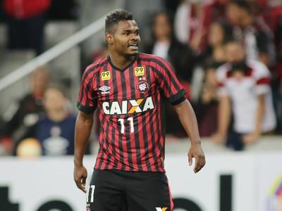 Nikão começou é formado nas categorias de base do Mirassol, teve passagens  pelo Palmeiras e pelo Santos ainda como juvenil e junior, até chegar no  Atlético ...